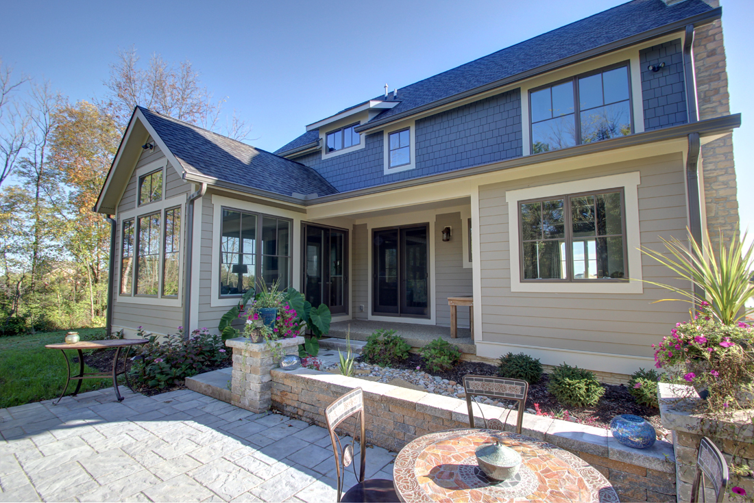 craftsman custom home patio