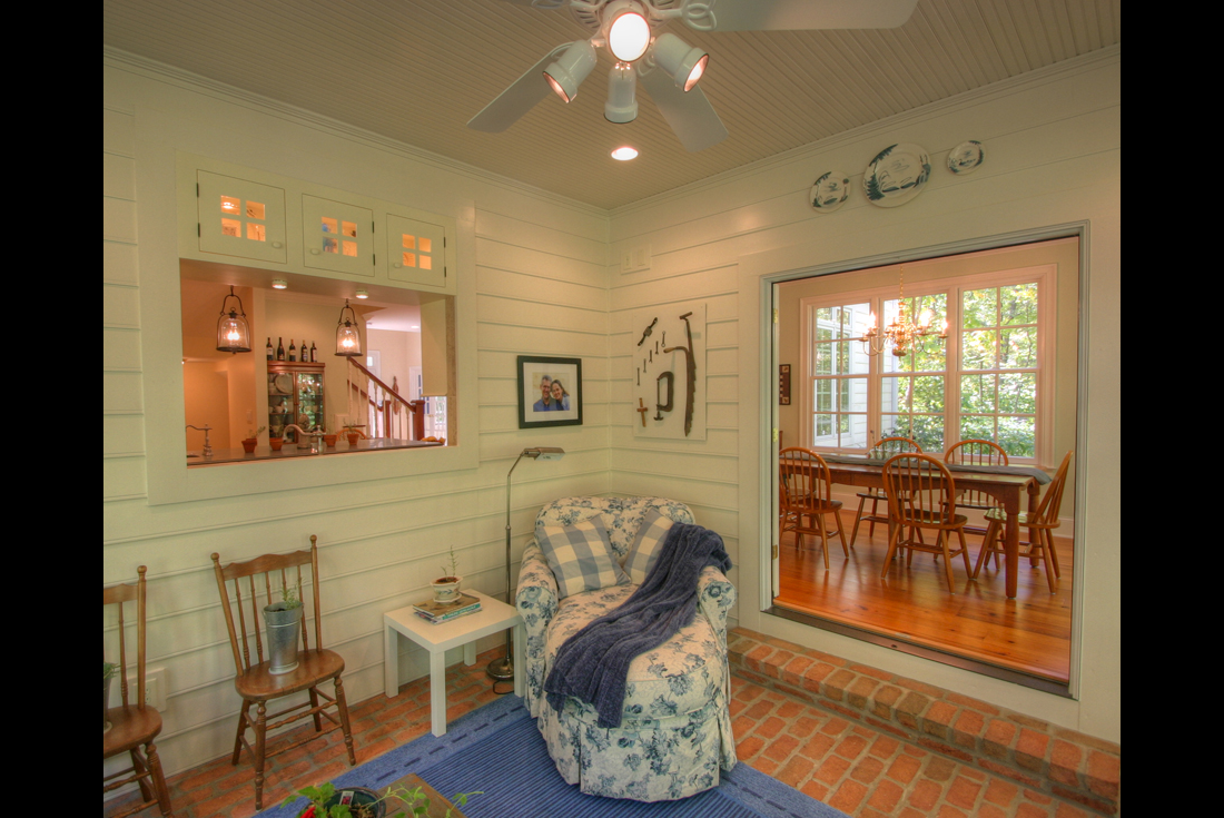 williamsburg colonial home covered porch