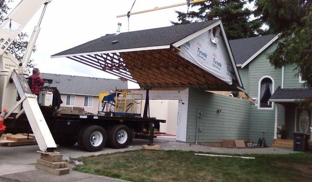 Lifting A Trussed Roof In One Piece Photo Credit Squali Builders